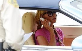 Paris Hilton bị tóm trong xế sang Bentley Continental GTC