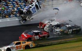 Những vụ tai nạn đua xe thảm khốc cho... khán giả