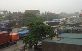 Ngập lụt khiến giao thông ùn tắc nghiêm trọng tại Nghệ An