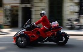 Ông già Noel cưỡi môtô 600 triệu giữa Hà Nội