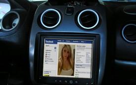 Mỹ: Hạn chế sử dụng Facebook khi lái xe