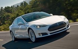 Tesla Model S chỉ mất 2,5 lít xăng cho 100 km