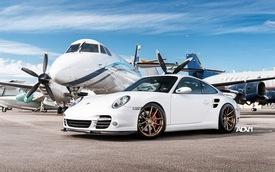 Porsche 997 Turbo: Đẹp tinh khôi trên phi trường