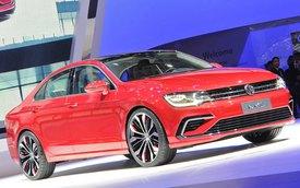 Mercedes-Benz CLA gọi, Volkswagen New Midsize Coupe trả lời