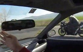 """Honda Civic chạy """"hết nấc"""" khi đua với Kawasaki ZX10"""