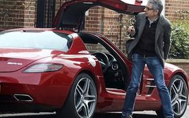 Mr. Bean đi mua sắm bằng siêu xe cửa cánh chim