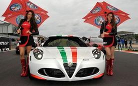 """Xe thể thao Alfa Romeo 4C """"tăng cân"""" khi đến Mỹ"""