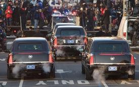 """Lộ chi tiết """"siêu limousine"""" của Tổng thống Obama"""