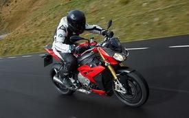 """BMW S1000R 2014 """"yếu"""" hơn siêu môtô S1000RR"""