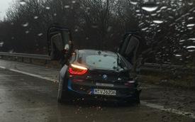 Chiếc BMW i8 đầu tiên gặp nạn