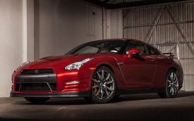 Nissan GT-R 2015 có giá từ 101.770 USD