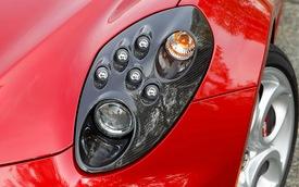 Thiết kế đèn pha mới bị chê tơi tả, Alfa Romeo 4C Coupe quay về sử dụng đèn cũ