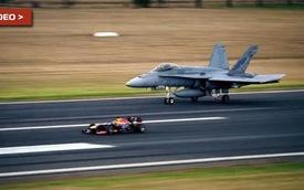 Xe đua Công thức 1 của Reb Bull chạy đua với máy bay chiến đấu