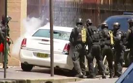 Dọa nổ bom tòa nhà quốc hội, bị cảnh sát đập nát xe
