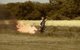 """Xe đạp gắn """"động cơ tên lửa"""""""