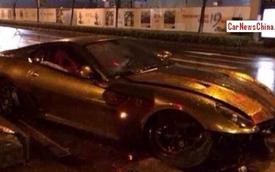 """Ferrari 599 GTB mạ vàng """"ra bã"""""""