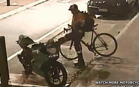 Ghét biker, người đi xe đạp phá môtô trả thù