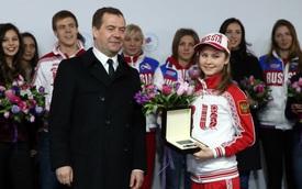 Nga tặng loạt xế sang Mercedes-Benz cho vận động viên Olympic