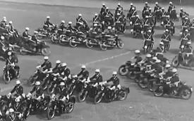 Cảnh sát Ý biểu diễn đi môtô theo đội hình cực kỳ ấn tượng