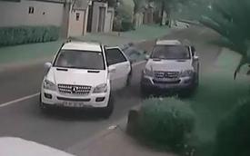 Lái xế sang Mercedes-Benz đi cướp... Mercedes-Benz