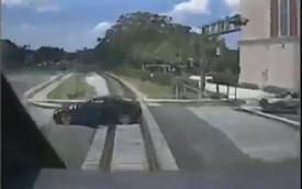 Không quen số sàn, nữ tài xế suýt mất mạng