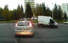 Hành khách văng ra khỏi xe vì không thắt dây an toàn