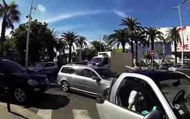 Tài xế Smart ForTwo chặn đầu, rút súng dọa tài xế xe tải
