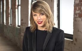 """""""Búp bê"""" Taylor Swift cổ động thắt dây an toàn"""