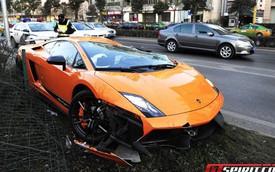 """Lại thêm siêu xe Lamborghini """"tử nạn"""""""