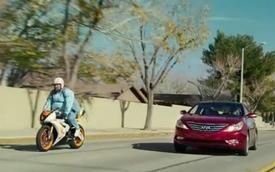 """Video: Hyundai Sonata nói """"không"""" với tụt lại phía sau"""