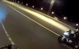 """Video: BMW HP4 """"ngửi khói"""" S1000RR"""