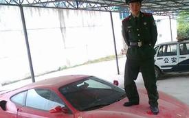 Cảnh sát dẫm lên nắp capô siêu xe Ferrari F430