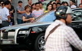 Hồ Ngọc Hà lái Rolls-Royce Ghost đi dự sự kiện
