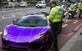 """Lamborghini Aventador màu độc của Hoàng thân Qatar """"lọt lưới"""" cảnh sát"""