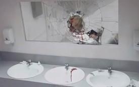 Lại chiêu gây sốc trong nhà vệ sinh