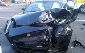 """""""Báo gấm"""" Jaguar F-Type """"vồ"""" taxi, 17 người bị thương"""