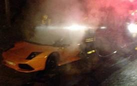 """Lamborghini Murcielago đụng """"bà Hỏa"""""""
