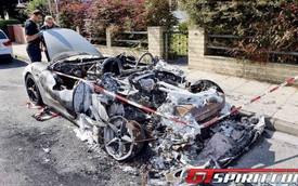 Cặp đôi siêu xe Ferrari rủ nhau tử nạn