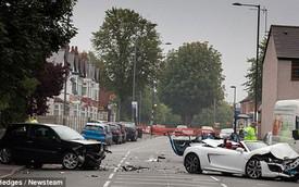 Audi R8 Spyder đâm nát Ford Fiesta