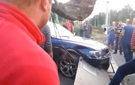 Cách phá một chiếc BMW 7-Series ở vận tốc dưới 10 km/h