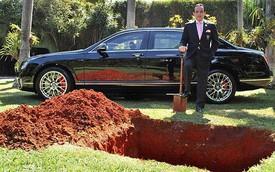 Chôn xe sang Bentley để tiếp tục sử dụng ở... kiếp sau