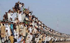Hình ảnh gây choáng về giao thông công cộng tại châu Á
