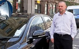 Xe sang Jaguar XJ bị hư hỏng vì... tòa nhà chọc trời