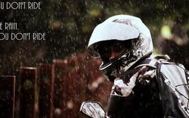 Những điều cần lưu ý khi lái xe máy trong ngày mưa gió