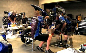 Xem quá trình lắp ráp Yamaha R1 trong 5 tiếng đồng hồ