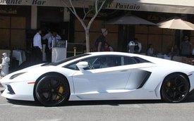 """Anh rể cô Kim """"siêu vòng ba"""" sắm Lamborghini Aventador trắng muốt"""