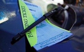 Không có bằng lái vẫn nợ 4,5 triệu USD tiền phạt đỗ xe