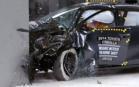 Toyota Corolla 2014 kém an toàn khi va chạm trực diện