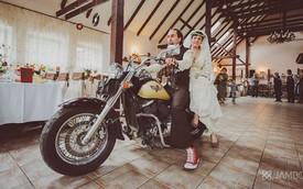 Bộ ảnh cưới độc đáo của cặp đôi mê xế nổ