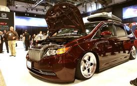 Choáng với xe minivan siêu công suất của Honda